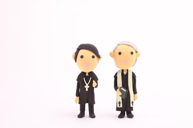 神父と牧師の違いって?結婚式で活躍するのはどちらですか?