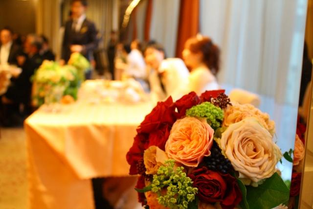 ストール☆結婚式のマナーで守るべき注意点やデザインの選び方は?