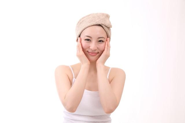 保湿には美容液は有効?選ぶ際や使用する際に気を付けるポイントは?